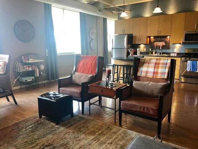 Clean, Spacious Condo in the heart of Downtown