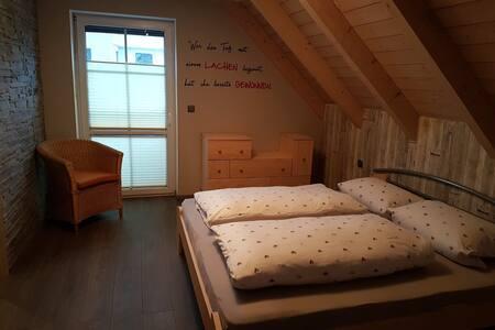 Schlafzimmer mit Balkon - bis 2 Gäste