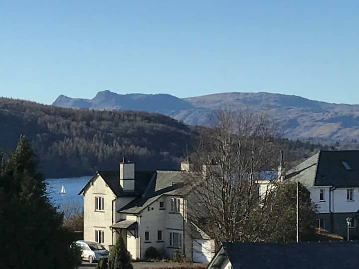 Stylish Bowness flat with lake and fell views