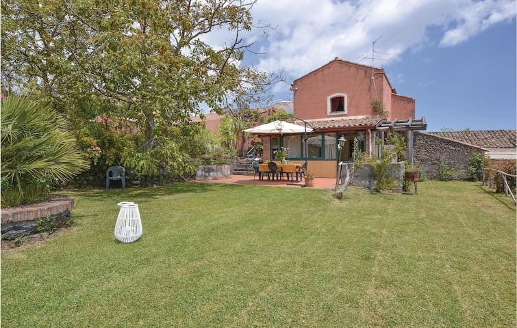 Semi-Detached with 3 bedrooms on 80m² in Sant'Alfio