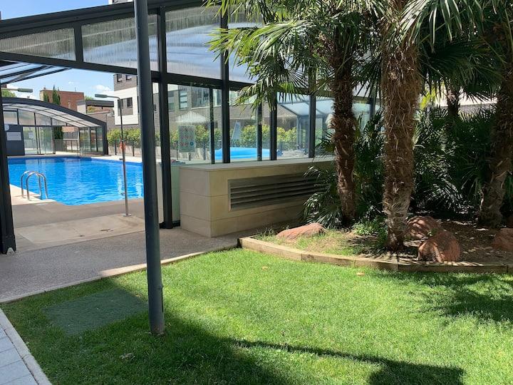 Habitación baño propio/piscina climatizada/Retiro