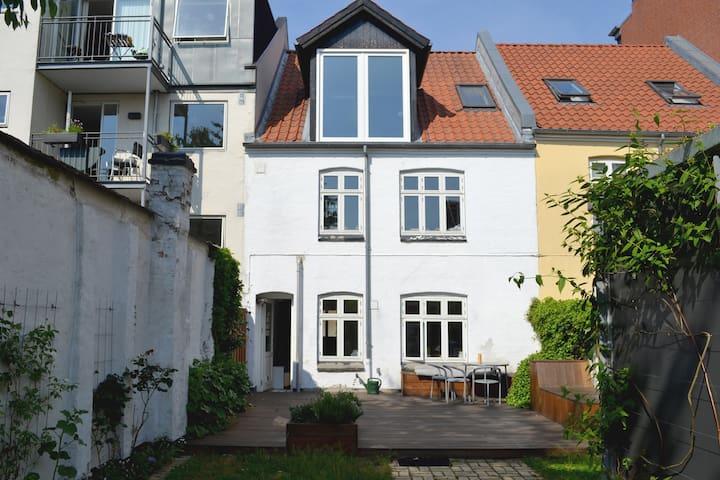 Architect townhouse, sunny garden