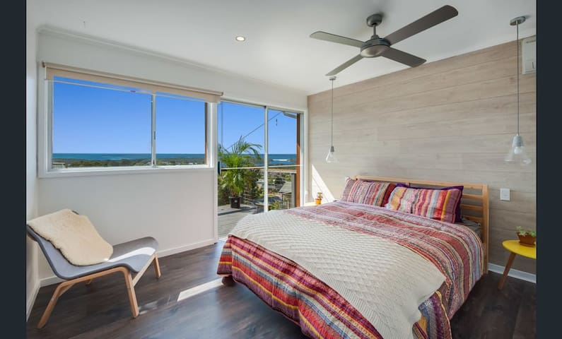 Upper Deck Bedroom (Queen) with Ocean Views & Private Balcony - Pic 1