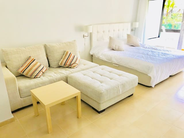 King size 180x200 or can be 2 beds 90x200