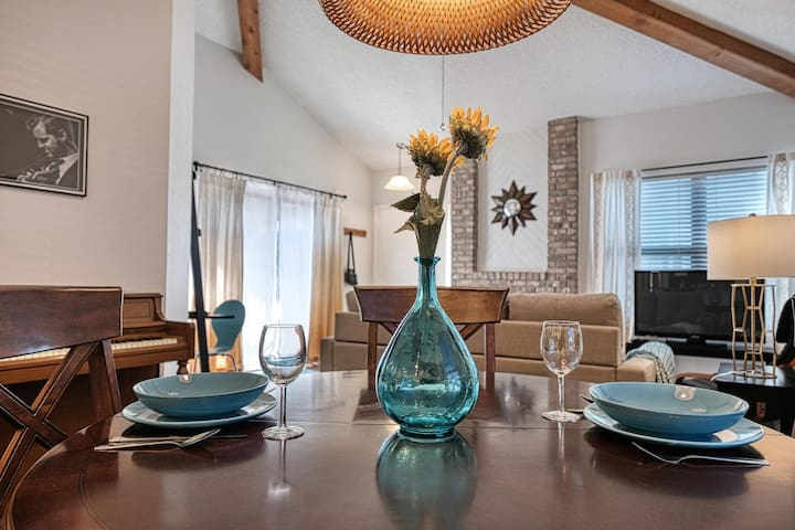 Smart & Spacious - luxury condo near The Domain