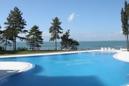Аппартаменты с верандой  у  моря в Поморие - Pomorie