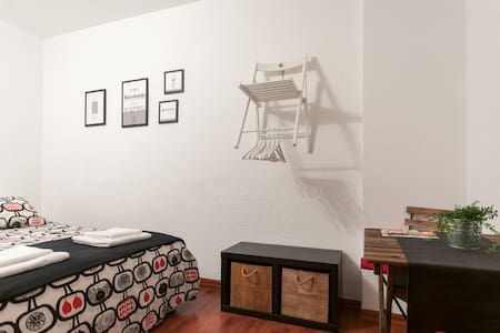 Double room + PRIVATE BATHROOM - Barcelona