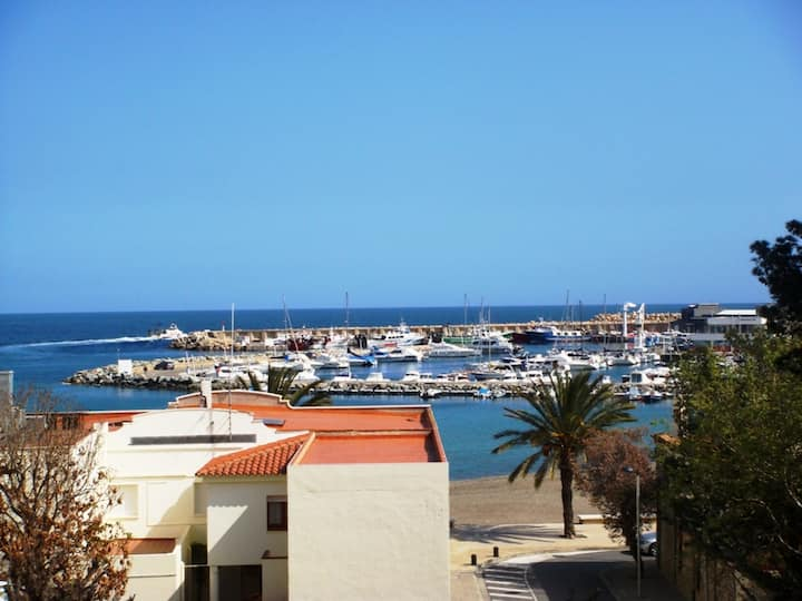147 Apartment to rent sea views near the beach with a large terrace
