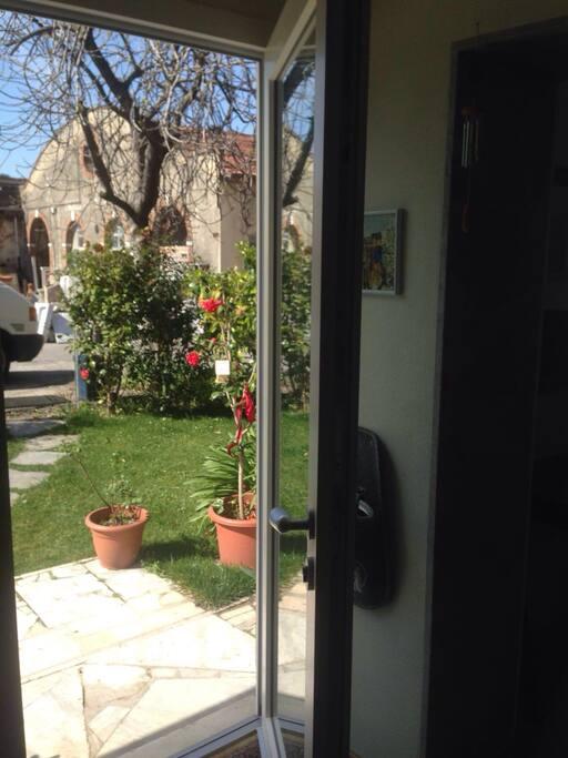 Porta principale...sul giardino