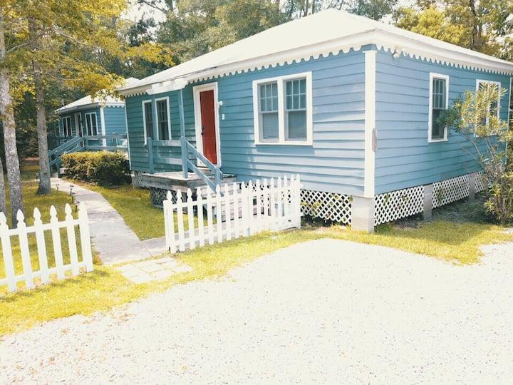 Friendship Cottage-Flamingo, 3 blocks from beach