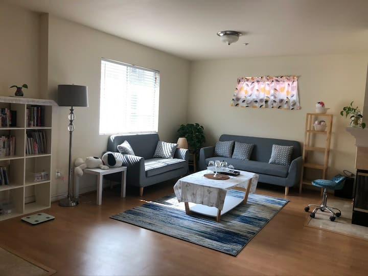 连墅独栋的雅房C(次卧),宽敞明亮,舒适温馨,拎包入住。