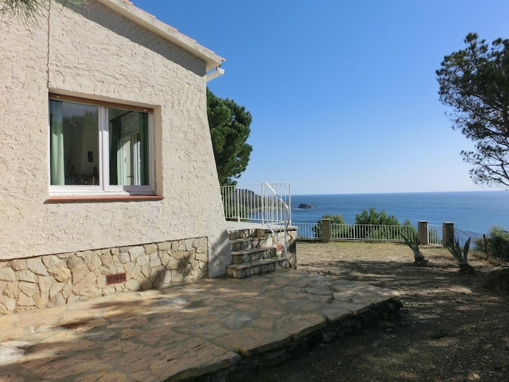 Detached house with panoramic sea and mountain views, surrounded by the natural environmen