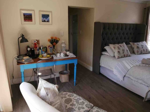Owl cottage 200m from beach