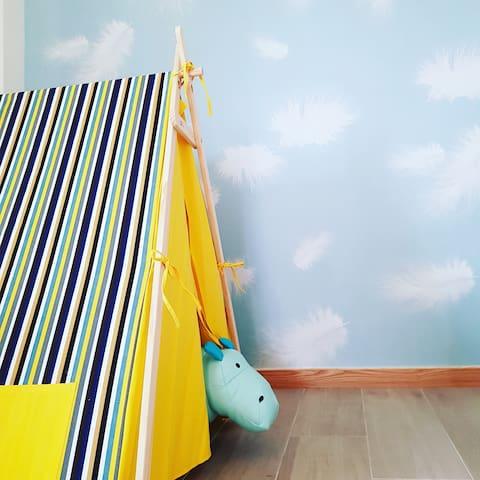 Kiwi-201-距市區5分鐘|趣味帳篷|1.8*2.0大床|獨立衛浴浴缸|美味早餐|巨屏投影