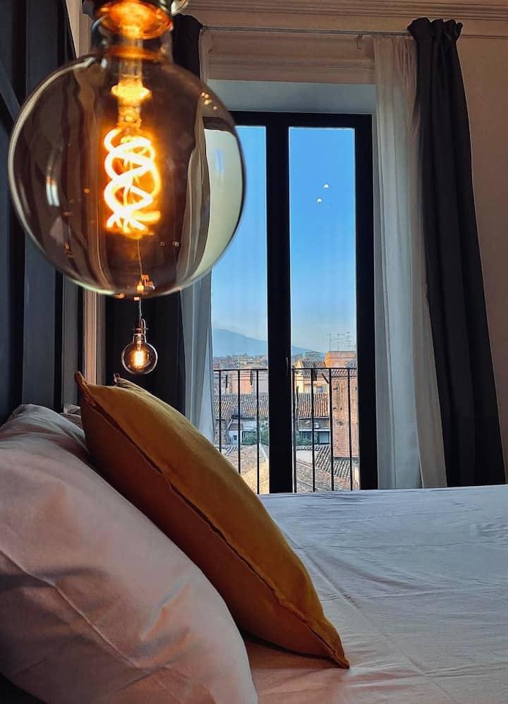 A 2 passi da piazza Duomo la tua suite con vista.