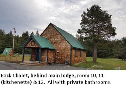 Back Chalet-3 Rooms, Pet Friendly-Tamarack Lodge