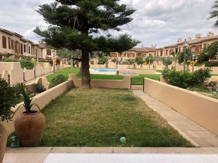 Casa con encanto y piscina muy cerca de la playa.