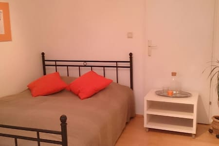 Cosy Private Bedroom (near main station and U1) - Vienna - Lakás