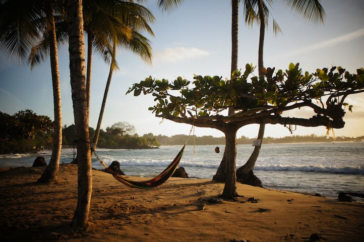 Beach, Bed & Boat - Tobago - enjoyrockylife - TT - Boot
