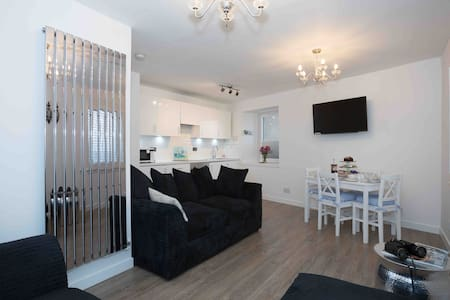 A clean modern self catering 2 bedroom apartment.