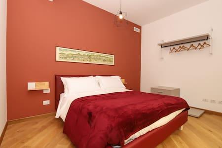 La nostra camera da letto/ Our bedroom.