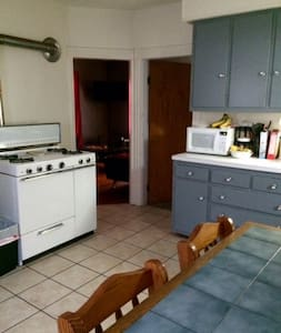Private comfy room with wifi and parking - North Providence - 公寓