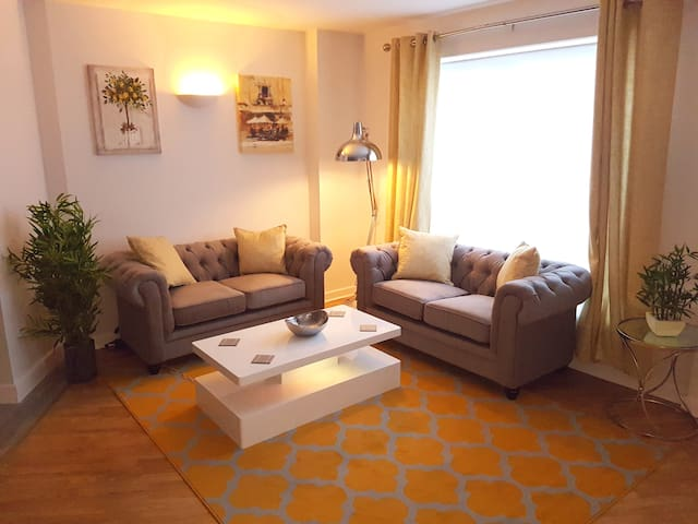 Town Centre Serviced Apartment With Parking