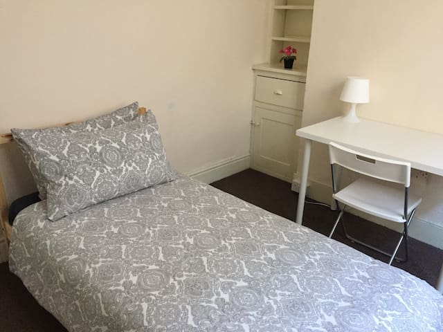 21GM Southampton Central Room Only