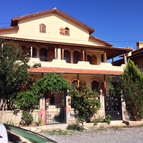 Akarca Sahilinde Villa - İzmir - House