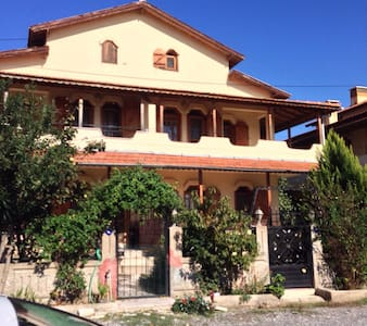 Akarca Sahilinde Villa - House