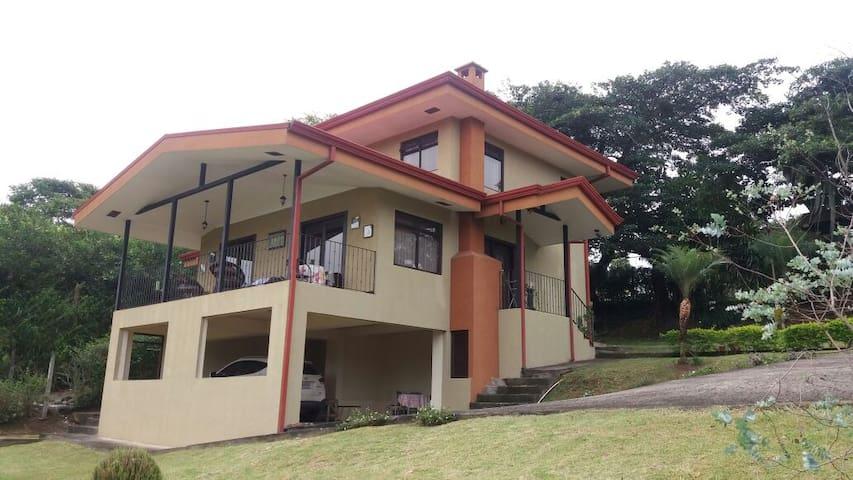 Casa con vistas hermosas en Paraiso