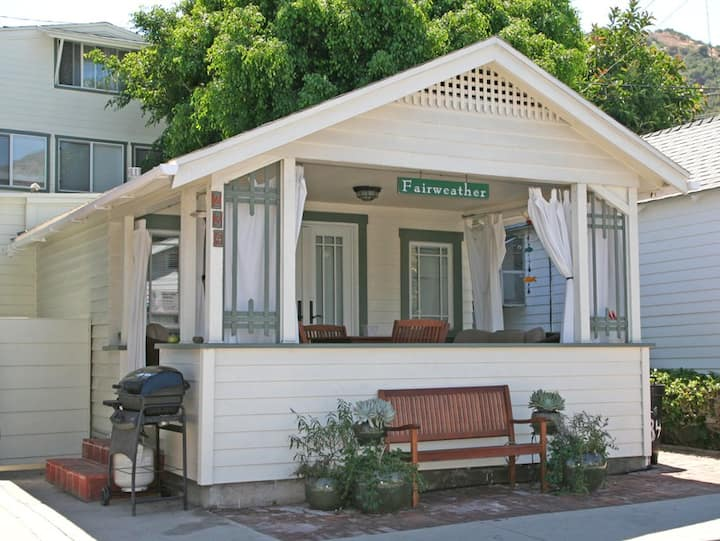 Fairweather Cottage, 2 Blocks from Beach, Cute Porch, Fireplace, WIFI - 234 Claressa Ave