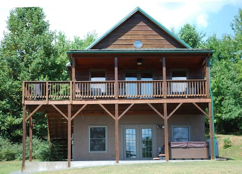 Misty Mtn. Retreat- Pet friendly / Hot Tub / WiFi