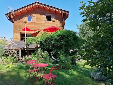 Chambre en rez-de-jardin dans chalet cosy