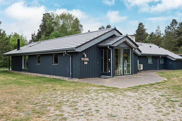 Spacious Cottage in Blavand Jutland with Sauna