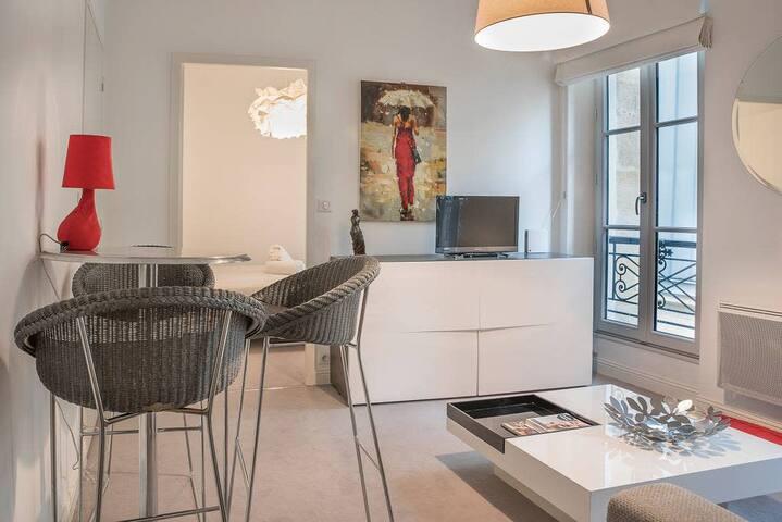 Bright apartment in the heart of the city, prestigious location