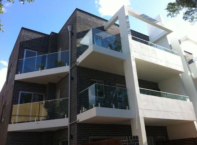 Enjoy modern open planned living..! - Kensington