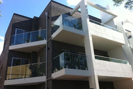 Enjoy modern open planned living..! - Kensington