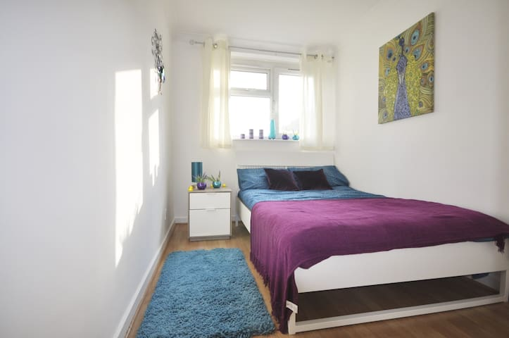 (CROP-C)PRIVATE ROOM FOR 2 PEOPLE IN SHOREDITCH