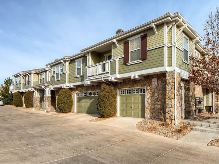Private Clean Townhome with Attached Garage