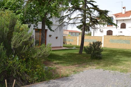 Casa con ampio giardino Sulcis - Giba - Hus