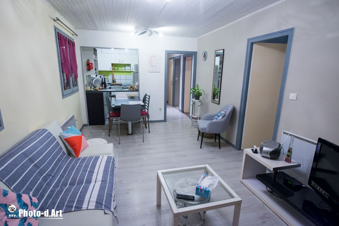 vue de l appartement pièce de vie photo prise par un locataire ! encore merci