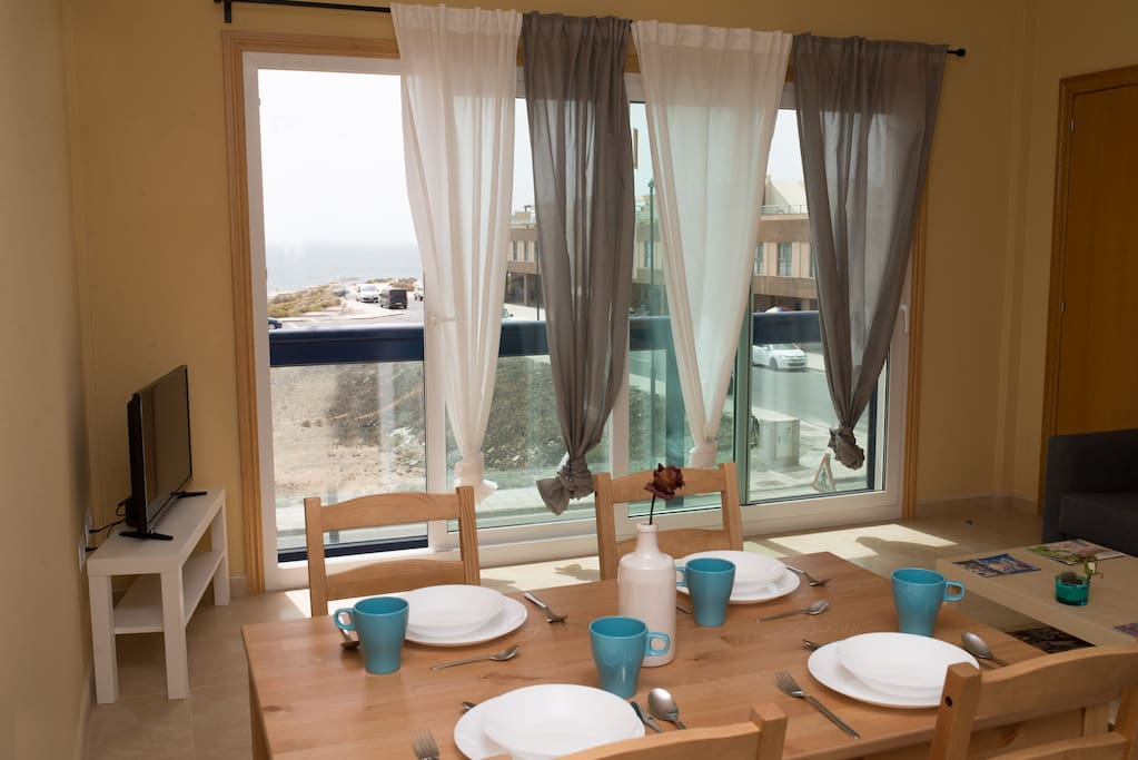 Open dinning with direct sunset view