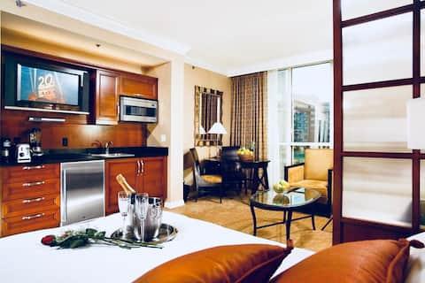 MGM Signature Balcony NO resort fee - Strip Views