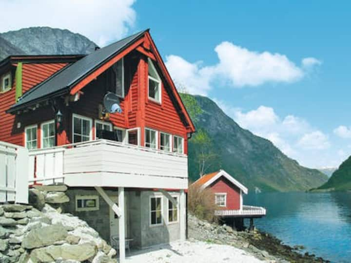 Sogn og fjordane. Nærøyfjorden feriehytte