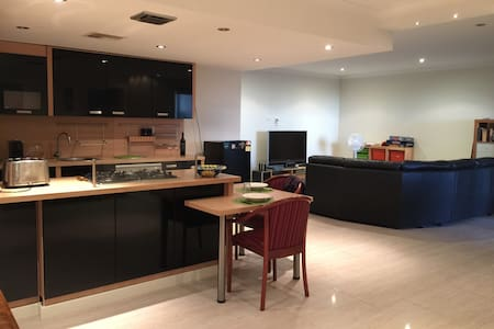 Luxury and convenience to the city or the surf - Osborne Park - Wohnung