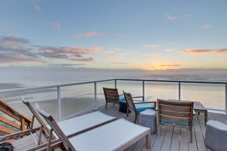 Modern dog-friendly studio with beachside views & only steps to the beach!