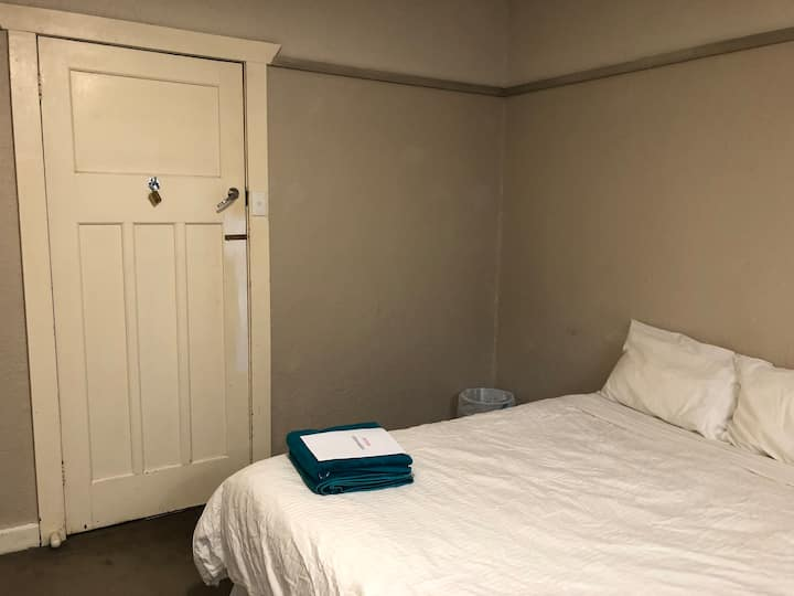 Large clean, tidy room, for travellers