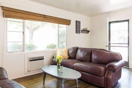 1 Bedroom Apartment in College Neighborhood - Modesto - Lakás