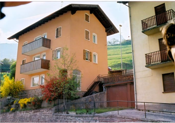 Luminosa Mansarda a Molveno APT Zeni Carlo - Molveno - Apartamento